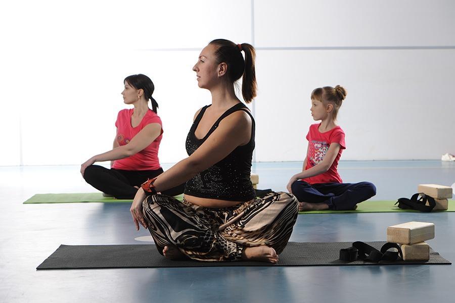 Бесплатные занятия йогой, пилатесом и восточными танцами — лучший способ подготовиться к лету для тех, кто предпочитает мягкий фитнес. В санатории работают отличные внимательные инструкторы, они подскажут, покажут и дадут полезные советы. В результате занятий повышается тонус, восстанавливается внутренняя гармония, и вы чувствуете себя на 5 лет моложе и красивее.